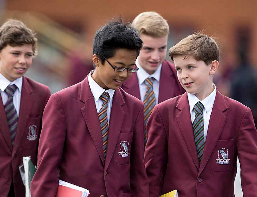 Grammar school pupils 'gain no social or emotional advantages'